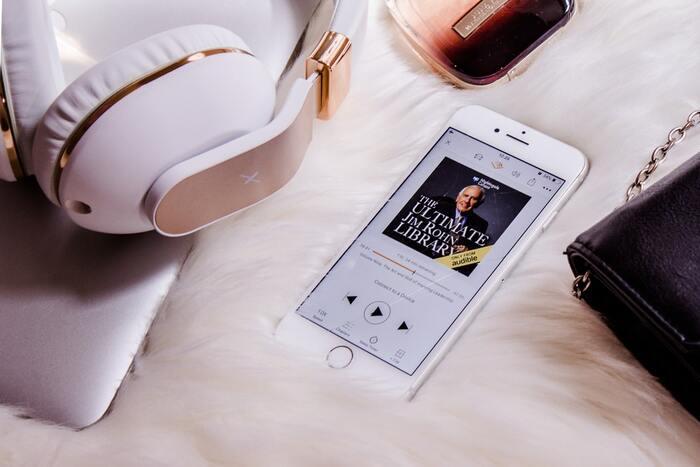 読書がぐっと身近になる。「オーディオブックアプリ」で、本の世界に浸ってみよう