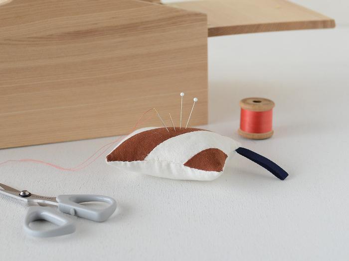 手芸初心者さんにもおすすめのキット。縫い針を刺すピンクッションは、サイズが小さいのでチャレンジしやすいですね。ミシンでも手縫いでもOKです。