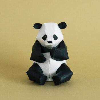 こちらは丸みを帯びたフォルムが癒やされるパンダ。どこが黒でどこが白か、意外と知らない部分があるかも。作りながら覚えましょう♪