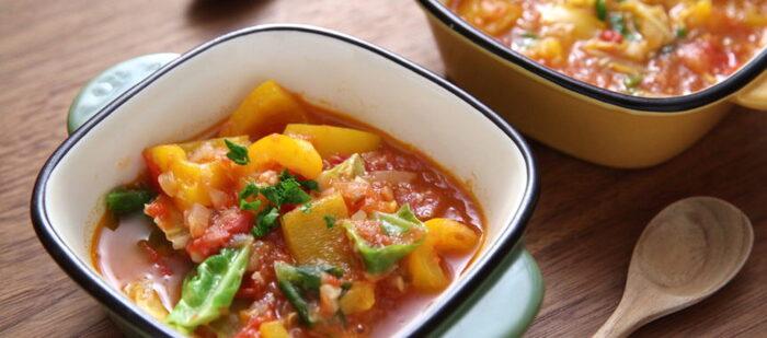夏を先取りする、カラフルな夏野菜をたっぷり使ったスープ。クミンシードを炒って使うことで、本格派の香りと辛さを楽しむことができます。スープが余ったら、リゾットにするのもおすすめです。