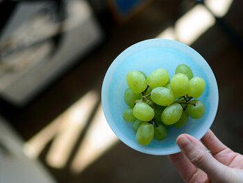 こんな風にマスカットを盛りつけるだけでも素敵。ほんのり光が透け、フルーツもなんだかおしゃれに見えますね!