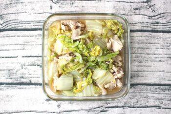 旨味たっぷりの豚バラと、くたくたになった白菜が最高の組み合わせ。 味付けに塩麹を使うことで、味に深みが増し、ワンランク上のおいしさに。冷蔵庫で3~4日もつので、白菜の大量消費にもおすすめ。