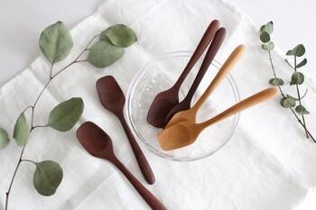 インドネシアのサオと呼ばれる木から作られたアイスクリームスプーン。素朴で飾らない素材感が魅力です。