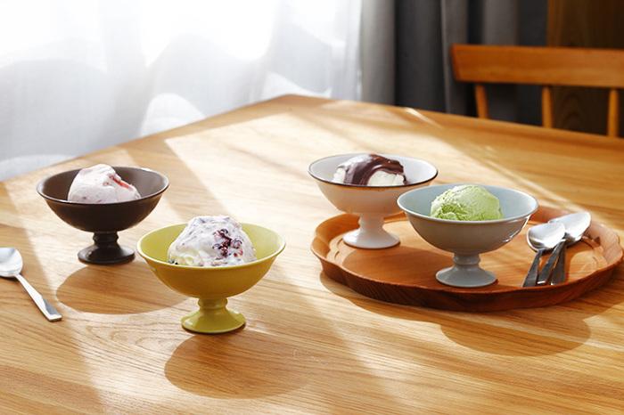有田焼の窯元「今村製陶」と生活用品デザイナー・大治将典さんがコラボして生まれた「JICON(ジコン)」の、美しいフォルムのデザートカップ。高さがある分、盛り付けた食品をより一層美しく演出してくれる優れものなんです。
