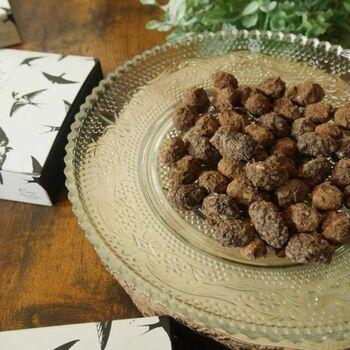 大豆をメープルシロップで包み、さらに上からチョコでコーティングした甘じょっぱいヘルシースイーツです♪