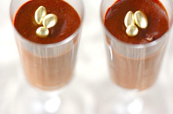 チョコレートの濃厚さをムースにすることでまろやかにしたムース・オ・ショコラ。ビターチョコを使えば甘すぎない仕上がりになります。