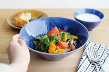 食卓をブルーで爽やかに。「青い食器」の使い方&おすすめ