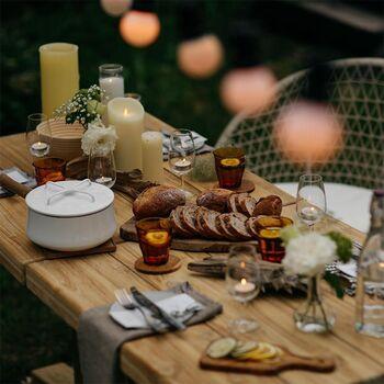 ベランダの準備が整ったら、次は食事の用意です。ランチにはおにぎりやサンドイッチを、ティータイムにはできたてスイーツ、夜は鍋ごと持ち出せるメインディッシュ…といった、お家だからこそ楽しめるメニューを用意してはいかがでしょうか?ここからは、ベランダご飯におすすめのレシピを紹介します。