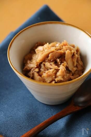 ごはんと相性抜群なツナのそぼろ。ツナ缶と基本の調味料さえあればできるので、ぜひ一度作ってみてほしいレシピです。ごはんだけでなく、きゅうりやほうれん草などに野菜と和えても◎。