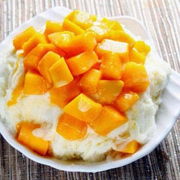 台湾のかき氷といえば、マンゴーのトッピングが思い浮かぶ人も多いのではないでしょうか?雪花冰では定番のミルク風味の氷とマンゴーの組み合わせ。レシピもシンプルなので、初心者さんにもおすすめです。