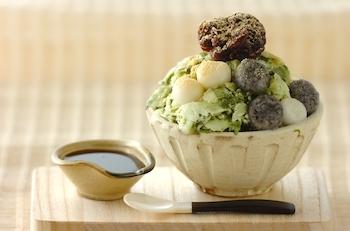 台湾名物のかき氷を、和の素材で日本人におなじみの味に。白玉、あんこ、きな粉、黒蜜などのトッピングが、抹茶ミルク味の氷によく合います。抹茶ミルク味のふわふわの氷で、いつもの抹茶味のかき氷に特別感が。