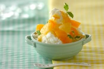 ヨーグルト味の氷が爽やかなかき氷。トッピングに使った生のオレンジと、マーマレードのソースが夏にぴったり。ヨーグルト味の氷と柑橘系が相性抜群ですよ。