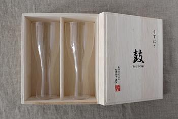 専用の桐箱にグラスが二つセットで入っており、見た目も豪華でプレゼントにも◎。