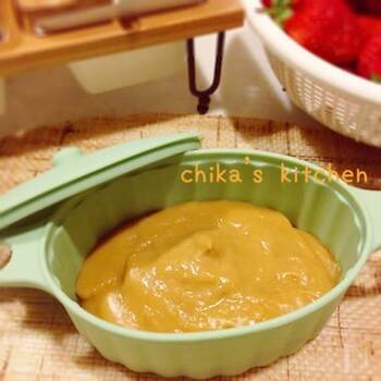 何と使う材料はプリンと薄力粉のみ!鍋を使わずレンジで簡単にできるのでお子さまと一緒に作るのもおすすめです。カラメルの風味が効いたプリンカスタードクリームはそのままパンに塗っても◎。