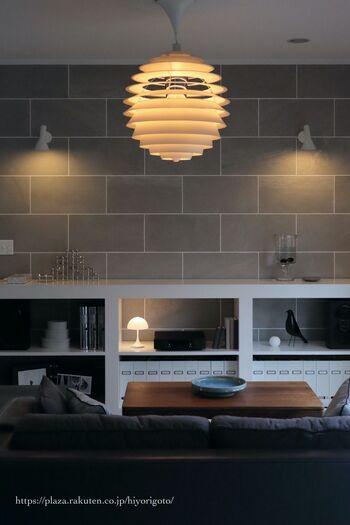 言わずと知れた、世界的照明ブランドルイス・ポールセン社。 数ある名作照明のなかでも、ひと際存在感を放つペンダントライトが「PH ルーブル」です。もはや芸術作品とも呼べる美しいデザインは、圧倒的な存在感を放ちます。