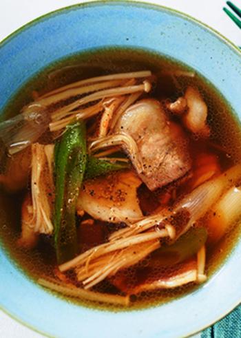 そうめん+1品や、ぶっかけアレンジレシピも良いけれど、タレを工夫してみるのも◎。つけ麺風に、冷たいそうめんと、温かいつけダレは、あつい→つめたいの無限ループでいくらでもいただけそう。肉ときのこでボリュームも満点で満足度の高いレシピです。