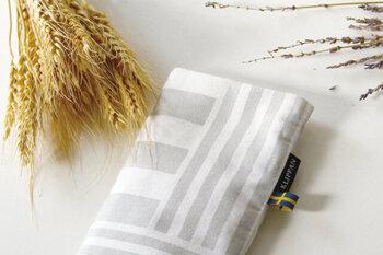 """温めた小麦の熱で体の調子を整えるという、スウェーデンの自然療法を取り入れた「KLIPPAN(クリッパン)」の""""Neck&Eye Pillow(ネックピロー/アイピロー)""""。"""