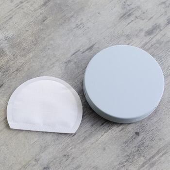 シンプルなデザインの「ウォールケース バス」は、浴室で使える便利なアイテム。ケースの中に入っているbiolabo独自のバイオ酵素の働きでカビを防ぎ、消臭もしてくれる優れもの。