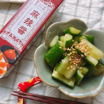 中華系の調味料はどうやって使えばいいのか悩みがちですが、今回ご紹介した麻辣醤は、和えたり焼いたり煮込んだり、実は用途も色々あります。上手に使って食卓に新しい味わいを取り入れてみてくださいね。