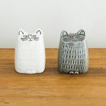 ヴィンテージ作品のなかでも人気の「Liten Katt」(小さな猫)をもとに、日本の食卓に合うようにリデザインされたソルト&ペッパーセット。リサ本人が日本の職人さんとやり取りを重ねて、岐阜県の美濃焼でひとつひとつ手づくりされています。食卓にいつもスタンバイさせておきたくなるかわいさです◎