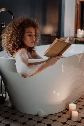 汗をたっぷりかくのも「デトックス」としておすすめの方法です。汗は老廃物や余分な水分を排出して新陳代謝を高めるんだそう。現代人は常に冷暖房のある環境で生活することが多く、体温調節機能が低下しやすので、汗をかきやすい体にシフトしていきたいですよね。