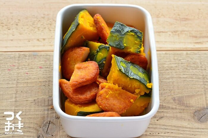 簡単に料亭風の味わいが出せる白だしを使用。かぼちゃの甘みとさつまあげのうまみがなじむ絶品煮物です。作り置きもできますので、お弁当の彩りにも重宝します。