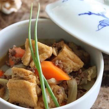 少しだけ残ったひき肉などを使って手軽にできる、カレー味の煮物。カレールウやはちみつを使用していますので、子供にも喜ばれそう。苦手な野菜も食べてくれそうですね。