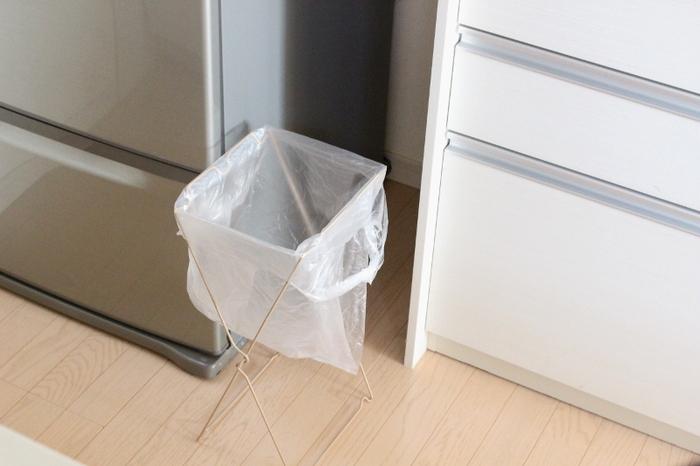 狭い隙間にも入るコンパクトサイズ!スペースの問題で大きいゴミ箱を置けない場合も、これなら取り入れられそうですね。