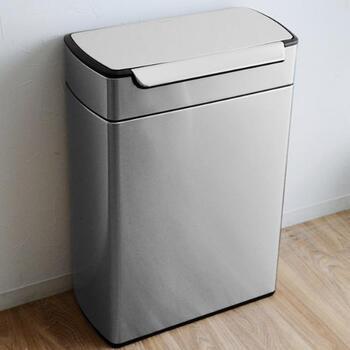 見た目が美しく、使い勝手も◎なゴミ箱。汚れが付きにくいようコーティングされているので、長く美しさを保てます。中にはボックスが2つ入っていて、それぞれ24L収められるビッグサイズ。