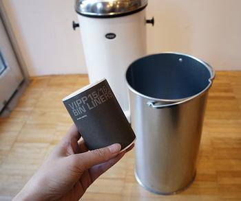 ロール状の専用ゴミ袋も付いています。ゴミ袋のデザインまでおしゃれですね♪インナーバケツは取っ手付きで出し入れしやすく、水洗いできるので清潔に使えます。