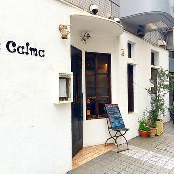 「Casa Calma(カーサ カルマ)」は、本場で修業を積んだイタリアンと和のテイストを融合させたお料理が評判のお店。シックな雰囲気がおしゃれで、記念日や誕生日のお祝いランチにもおすすめです。