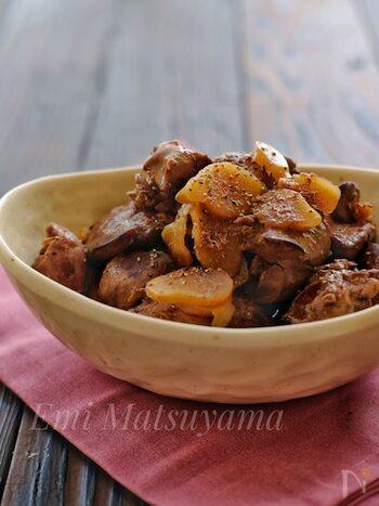 ご飯がすすむ、大人も子どもも大好きな甘辛味で鉄分補給!鶏レバーの独特な臭みが新生姜と合わせることでとても食べやすくなります。一度冷ますとより味が染みておいしくなるので作り置きにもおすすめです。お好みでブラックペッパーをかけて召し上がれ。