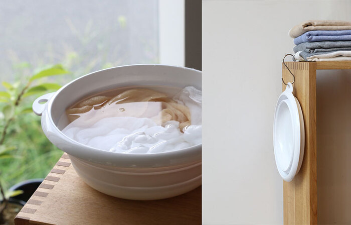 つけ置きに便利なのが、中川政七商店の「折りたためる桶」。使わない時は、コンパクトに折りたためるので邪魔になりません。耐熱性のある素材が使われているので、お湯でのつけ置きにも安心です。同じシリーズのバケツは、量が多い時や厚手のもののつけ置きに便利!