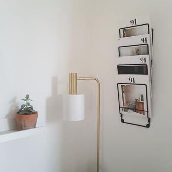 壁掛けのマガジンラックは、とってもおしゃれ◎表紙が素敵な雑誌のディスプレイにぴったりです。床に物を置きたくないという方にもおすすめですよ。