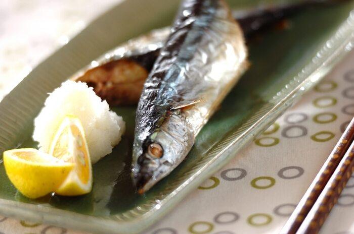 オーブントースターでも簡単に焼き魚ができるんです◎こちらのレシピでは、焼く前にサンマを酢水で洗って生臭さをなくしています。グリルやフライパンの時と同様、塩を振って水気を拭き取るのも忘れずに。