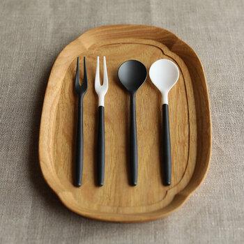 同じカラーリングで、サイズ感を小さめにしたコーヒースプーンとフルーツフォークも展開。デザート用として並べれば、統一感のあるテーブルに仕上がります。