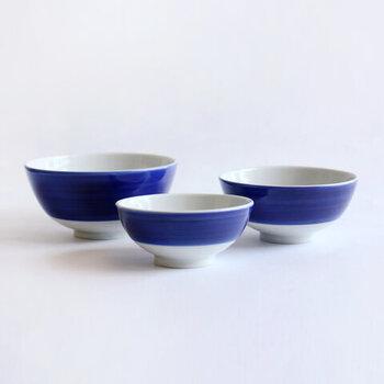大サイズ:φ122×H61(mm)は、大人のご飯茶碗や子どものどんぶりにちょうど良いサイズ。中サイズ:φ108×H53(mm)は、大人の女性や、子供に。小サイズ:φ94×H45(mm)は、3-4歳くらいのお碗と箸を使い始めた子どもや副菜の小鉢に最適。