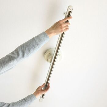 簡易式のダクトレールなら、工事不要で自分で取り付けることができますよ。