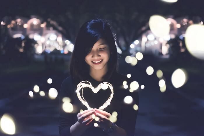 人はどうして恋をして、嫉妬したり感情的になったりしてしまうのか。そしてどうしてこれほど失恋が苦しいのか。こころの仕組みがわかれば、苦しみをほんの少し軽くしてくれるかもしれません。本書では精神科医の水島先生がそのヒントをくれます。