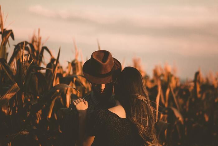 失恋の真ん中にいるのは私、ほかのことは考えられなくなりますよね。少し違う視点から失恋を見つめる恋愛小説はいかがですか? 小説・くまちゃんは、失恋のリレーの物語。第一話でくまちゃんこと英之にフラれる苑子。二話では英之が恋人を失います。
