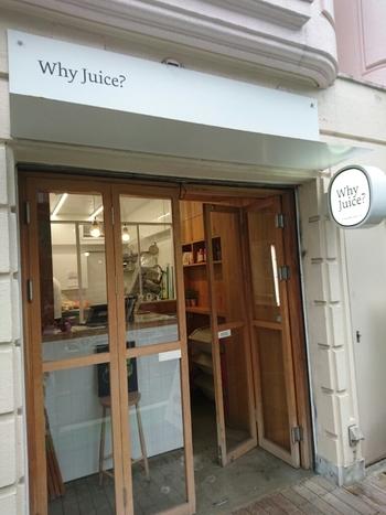 キャッスルストリート沿いにある「Why Juice?(ホワイジュース)」は、全国の契約農家から無農薬or減農薬で栽培された旬の野菜と果物を厳選し、保存料や食品添加物不使用にこだわっています。