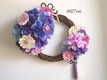 こちらは造花の紫陽花とつまみ細工で作られたリースです。和風がお好きな方、和室に飾る物を探している方にオススメです♪