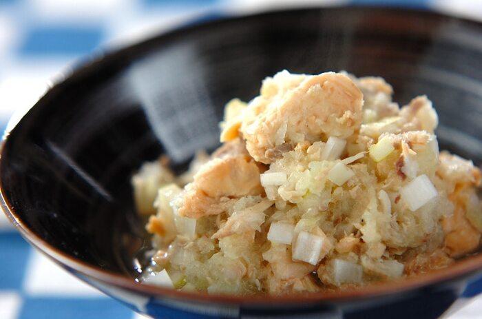 塩味であっさり、鮭缶と大根おろし、白ネギをさっと煮るだけ。暑さに負けそうな胃腸を助けてくれる大根おろし。ここは、ちょっと頑張って摩り下ろしてくださいねー♪