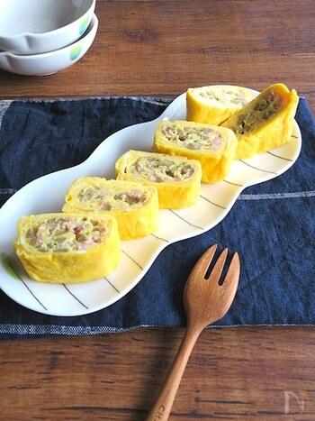 オリーブとベーコンを使って卵焼きを洋風にアレンジ!具材のベーコンやチーズが卵とよく合います。お酒のおつまみにもぴったりです。