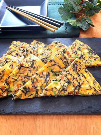 オムレツを作りたいけれど、ひっくり返すのが難しい!という方におすすめのれシピ。納豆とひじきが入って栄養満点◎冷めてもおいしくいただけます。