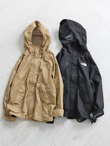 雨のせいでなんとなく肌寒い…。そんなときは、防水・撥水仕様のアウターの出番!特におすすめなのがマウンテンパーカー。雨の日だからこそ、いつもと違うスポーツMIXコーデを楽しんでみませんか?