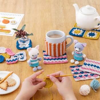 かぎ針編みを始めたい!という人におすすめなのがこちら。毎月1セット、糸と編み方が届きます。簡単なものからステップアップしていくので、続ければ出来る技法が増えていきます。