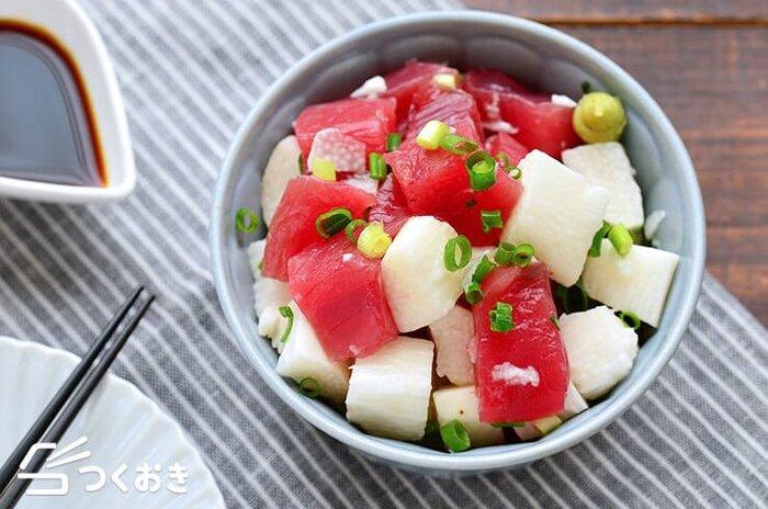 まぐろの赤身と長芋を使ったさっぱりとした和え物。大きめのサイコロ状にカットすることで食べ応えもアップ。彩りや食感の違いも楽しいですね。