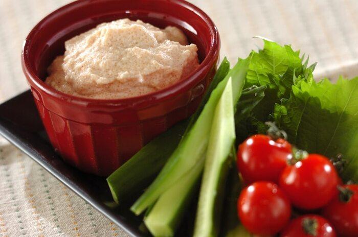 絹ごし豆腐のなめらかさを活かしてディップにしてみませんか。明太子のプチプチ感も楽しく、レモン汁でさっぱりと。お好みの野菜に付けて召し上がれ♪