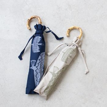 なにかとかさばりがちな「折り畳み傘」。軽量タイプを選べば、スッキリ収納できて重さも気になりません。せっかくなのでデザインもこだわってお気に入りの1本を見つけましょう。